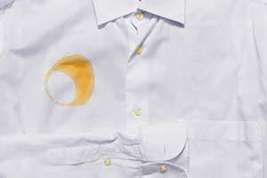 camisa con mancha